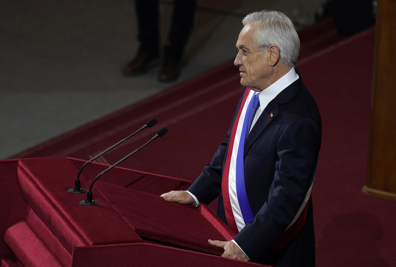Imagen digulgada  por la oficina de prensa de la presidencia chilena que muestra al mandatario Sebastián Piñera, presentando su informe anual en el Congreso Nacional en Valparaíso, Chile, el 1 de junio de 2021.