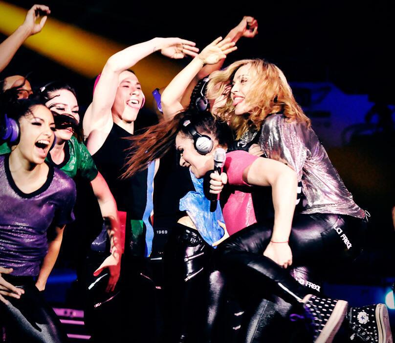 Foto do ensaio do show da turnê MDNA de Madonna.