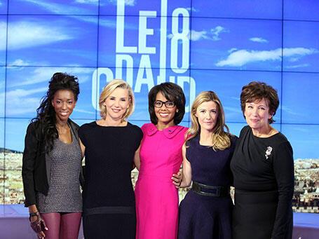 Hapsatou Sy, Laurence Ferrari, Audrey Pulvar, Elisabeth Bost et Roselyne Bachelot, présentatrices du «Grand 8», sur D8.