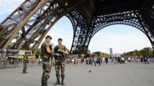 A direção da Torre Eiffel não comunica os dados oficiais sobre o número de suicídios anuais.