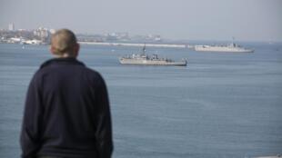 Российские корабли, блокирующие выход из Севастопольской бухты 15/03/2014 (архив)