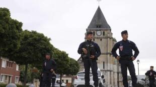 La iglesia en Saint-Etienne-du-Rouvray, cerca a Rouen, donde fue degollado un sacerdote.