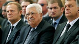 Mahmoud Abbas (au milieu), ému, les yeux rougis, au premier rang, lors des funérailles de Shimon Peres, ce vendredi 30 septembre 2016.