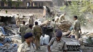 Indian police demolish a bunker in Srinagar