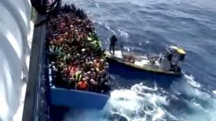 Meli ya sweden ikishiriki katika operesheni ya uokoaji ya wahamiaji katika pwani ya Libya,Agosti 26, 2015.