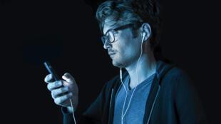 Uso contínuo do celular aumentou durante o confinamento,