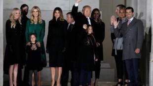 Donald Trump junto com a família após discurso feito no Lincoln Memorial.19/01/17