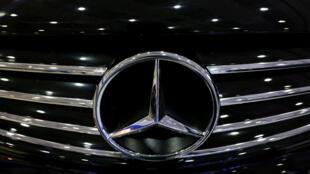 Berlin rappelle à travers l'Europe de 774.000 Mercedes, des véhicules équipés de logiciels capables de fausser les niveaux d'émissions.