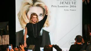 Catherine Deneuve faz parte das cem personalidades francesas que assinaram o manifesto.