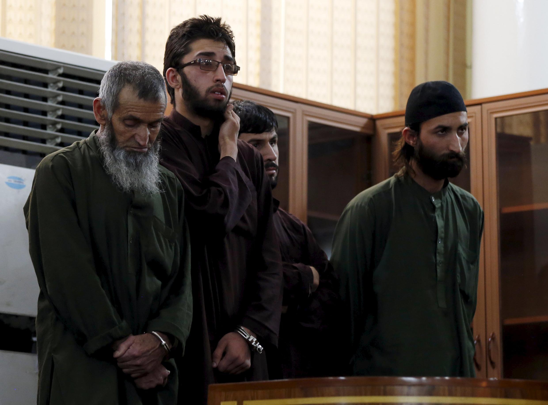 4 condenados a morte por linchamento.