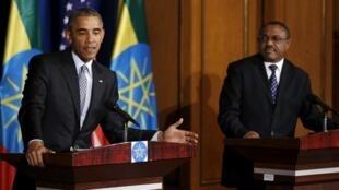 La visite de Barack Obama en Ethiopie à l'été 2015 a probablement pesé dans la balance pour la libération des blogueurs. Ici, Barack Obama aux côtés du Premier ministre éthiopien Hailemariam Desalegn, le 27 juillet 2015 à Addis-Abeba.