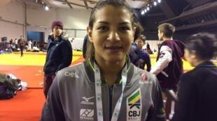 Sarah Menezes não subiu ao pódio em Paris na estreia de sua nova categoria, até 52 kg.