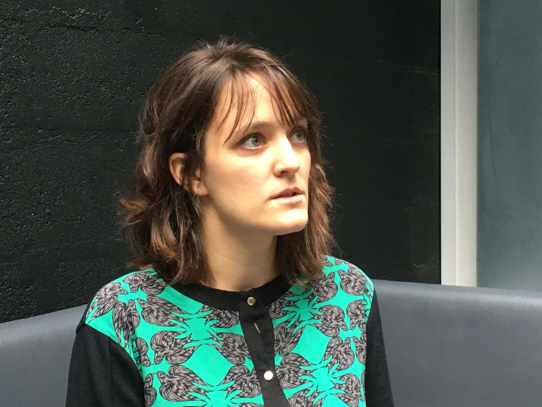 Apolline Verlon, fille de Claude Verlon, technicien radio de RFI décédé le 2 novembre 2013 au nord du Mali.