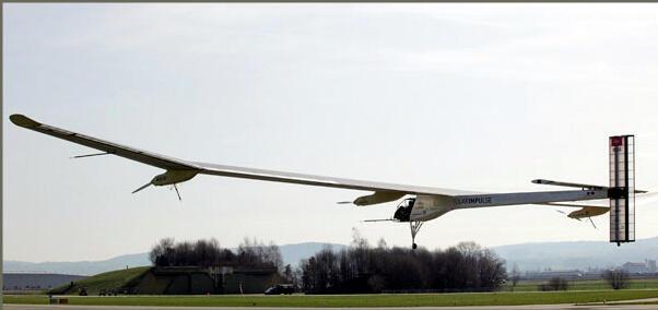 Солнечный Solar Impulse летает беззвучно и без вредных выбросов в армосферу.