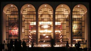 O Metropolitan Opera House de Nova York está com sua temporada 2014-2015 ameaçada por uma crise financeira.
