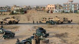 Des forces de sécurité afghanes prennent position lors de l'assaut des talibans à Kunduz, en Afghanistan, le 29 septembre 2015.