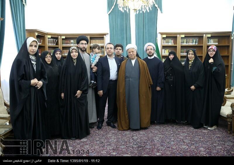 هاشمی رفسنجانی در دیدار با خانوادۀ حجت الاسلام دعاگو