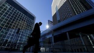 日本是多震国家 建筑严格追求防震 图为东京金融区街景