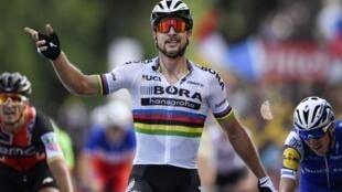 Peter Sagan, ciclista eslovaco, venceu a terceira etapa da Volta a França 2017.