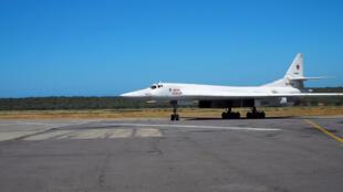 Un Tupolev 160 russe après son atterrisage à Maiquetía, au Venezuela, le 10 décembre 2018.