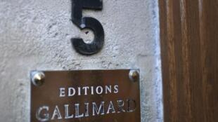 В Париже в издательстве Gallimard прошел обыск по делу о педофилии в отношении писателя Габриэля Мацнева