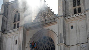 2020-07-18T074542Z_921073681_RC2JVH97D4SK_RTRMADP_3_FRANCE-FIRE-NANTES-CATHEDRAL