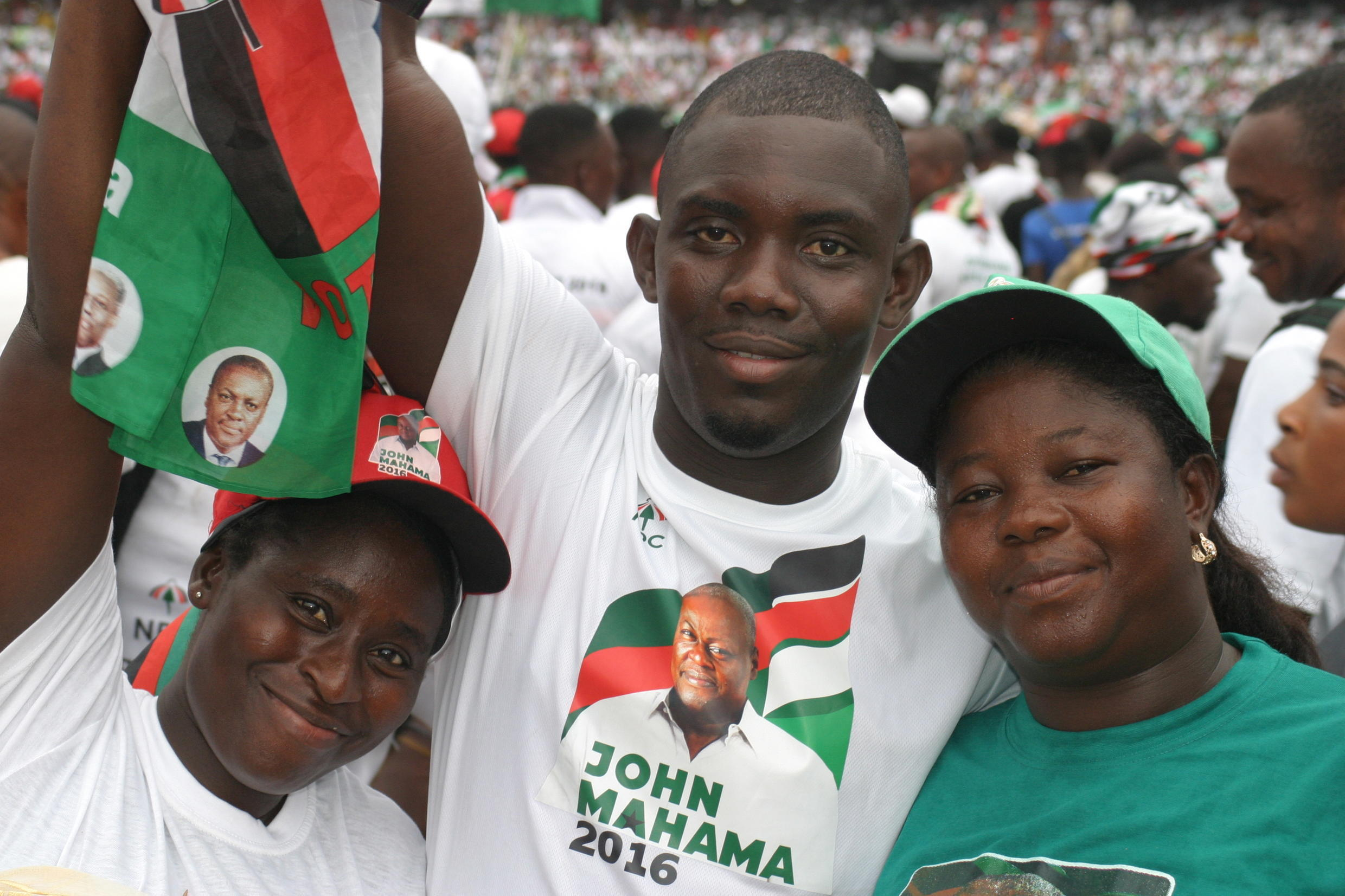 Mahama's supporters were kept entertained as they waited for him to arrive.