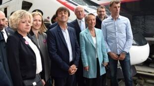 Министр комплексных экологических преобразований и солидарности Николя Юло и министр транспорта Элизабет Борн при открытии новой линии Париж-Бордо