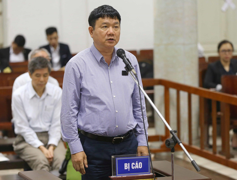 Ông Đinh La Thăng đứng trước tòa án Hà Nội ngày 19/03/2018.