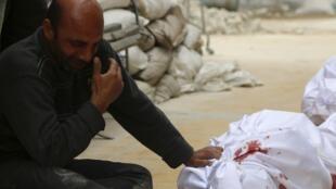 Devant un hôpital à Alep, en Syrie, le 9 mars 2014.