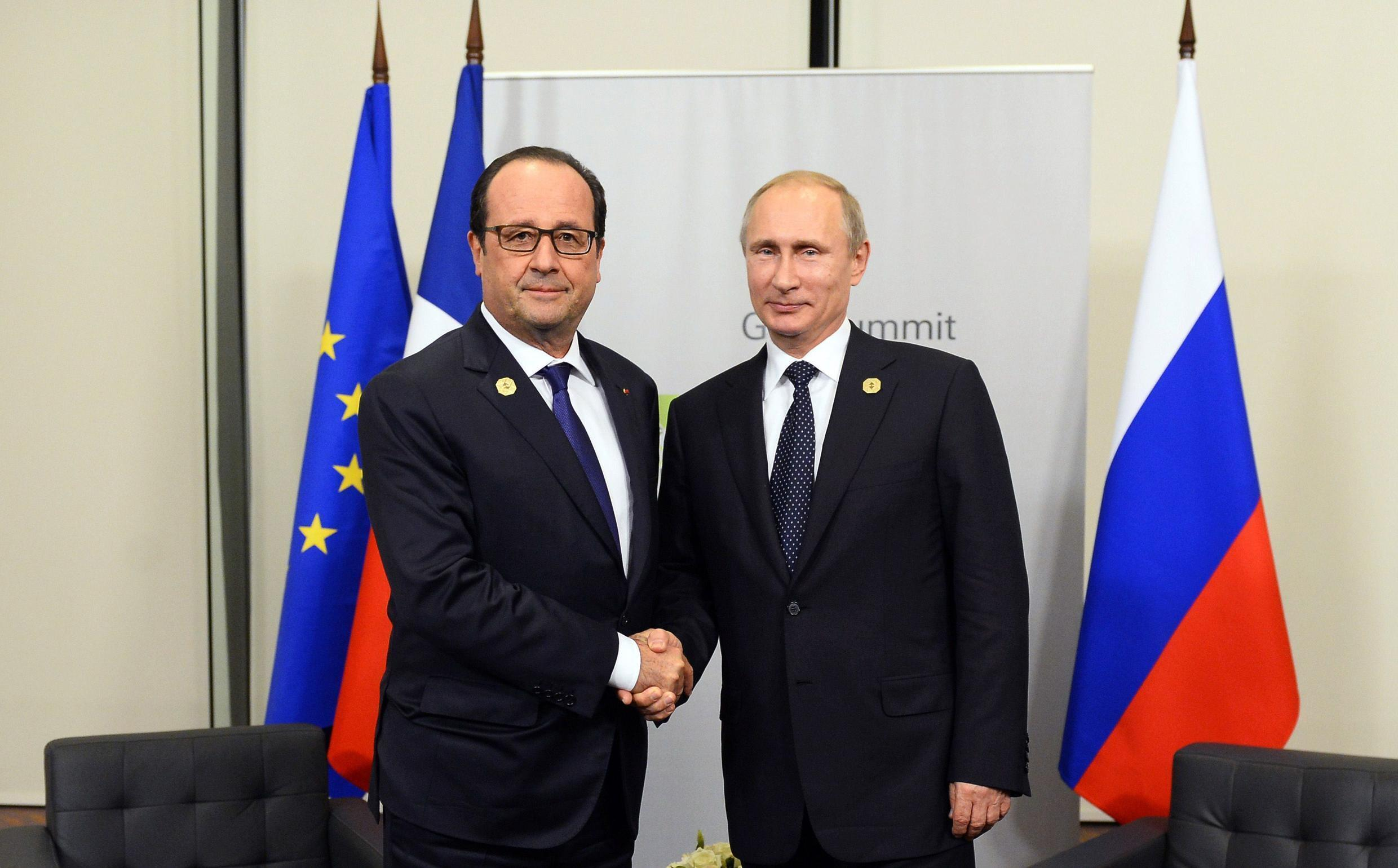 French President François Hollande with Russia's Vladimir Putin at the G20 summit in Brisbane
