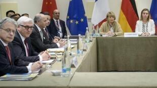 Les discussions sur le nucléaire iranien se poursuivent entre les 5+1 et l'Iran à Lausanne, mais de nombreux points empêchent encore de finaliser un accord, le 30 mars 2015.