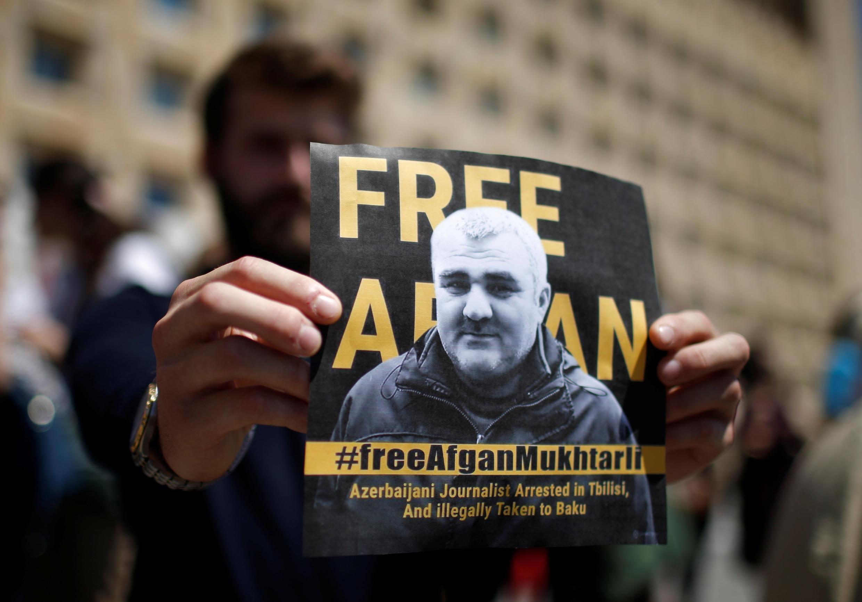 Акция протеста против похищения журналиста Афгана Мухтарлы в Тбилиси. 31 мая 2017 г.