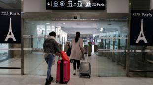 França mantém as fronteiras parcialmente fechadas para os viajantes provenientes do territorio brasileiro.