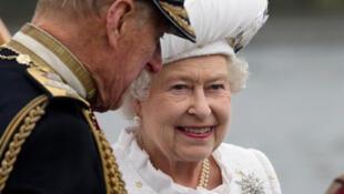 La reine Elisabeth, accompagnée de son époux le prince Philipp, à l'occasion de son jubilé de diamant, le 3 juin 2012.