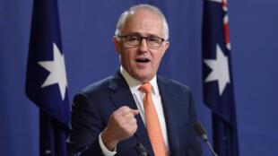 O primeiro-minsitro australiano, Malcolm Turnbull, quer dissuadir os migrantes clandestinos.