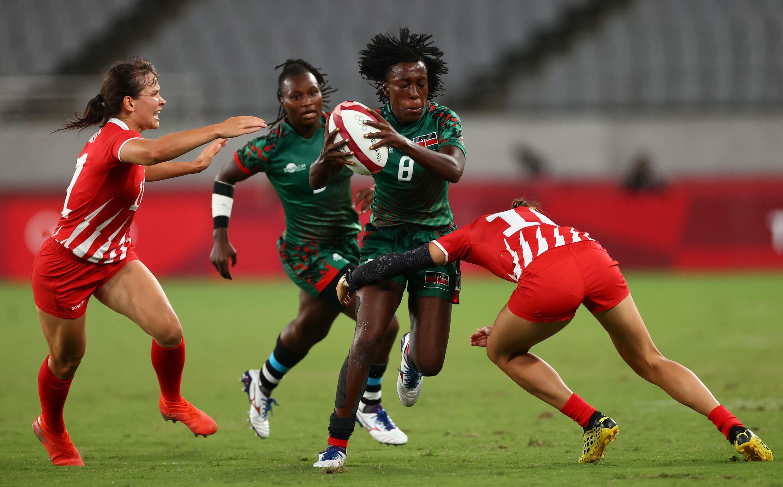 La Kényane Sinaida Michelle Omondi contre les Russes au tournoi de rugby à 7 des Jeux olympiques de Tokyo, le 29 juillet.