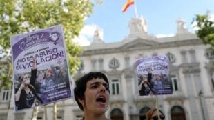 Manifestation d'une association féministe devant la Cour suprême à Madrid, le 21 juin.