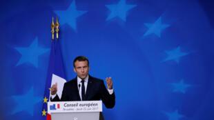 Conferencia de prensa de Emmanuel Macron en la cumbre europea, en Bruselas, este 22 de junio de 2017.