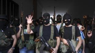 O grupo xiita libanês, Moqdad, sequestrou cerca de 20 sírios e um turco.