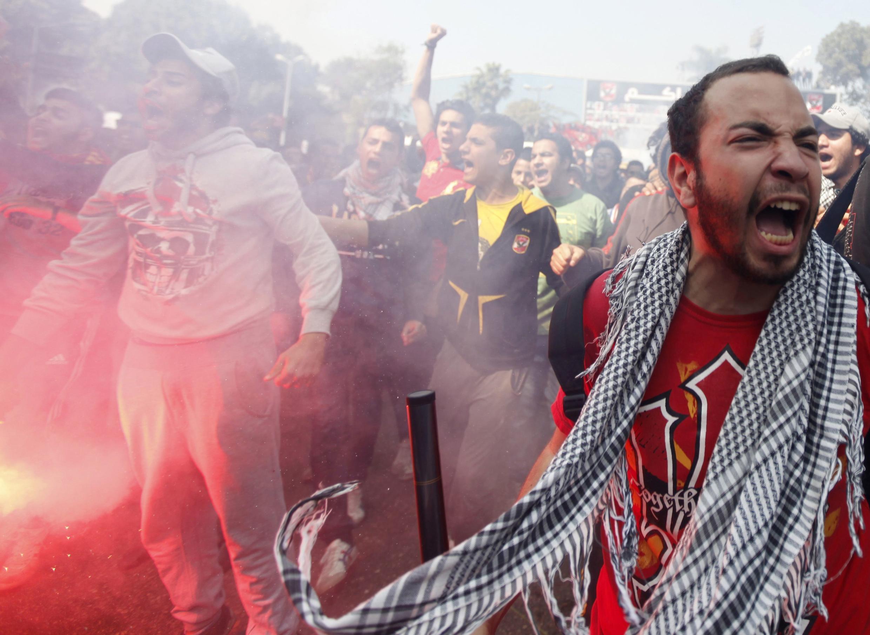 Des Ultras d'Al-Ahly manifestent au Caire.