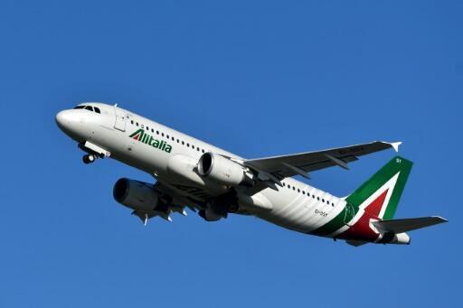 Un avión de la compañía italiana Alitalia despega del aeropuerto romano de Fiumicino el 31 de mayo de 2019
