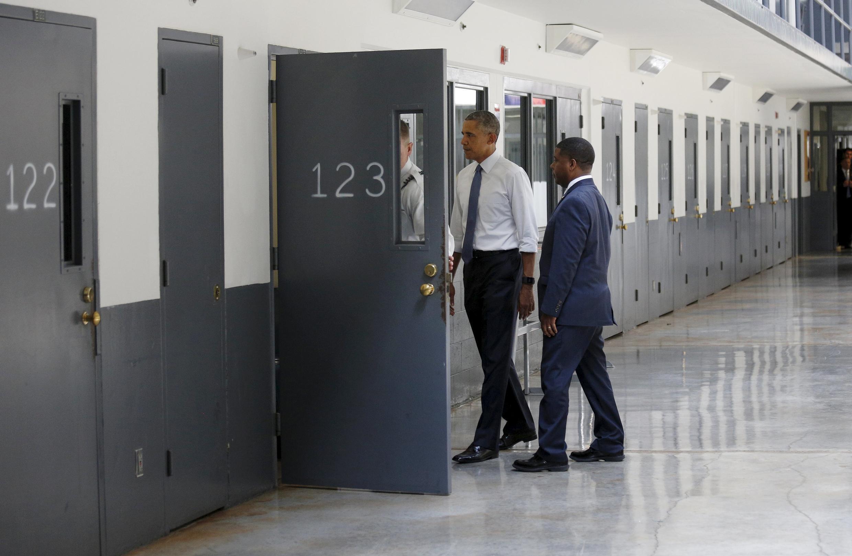 Барак Обама посещает тюрьму в городе Эль-Рено (штат Оклахома), 16 июля 2015.