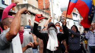Một nhóm binh sĩ kêu gọi dân Venezuela nổi dậy. Ảnh tại Caracas, ngày 21/01/2019.