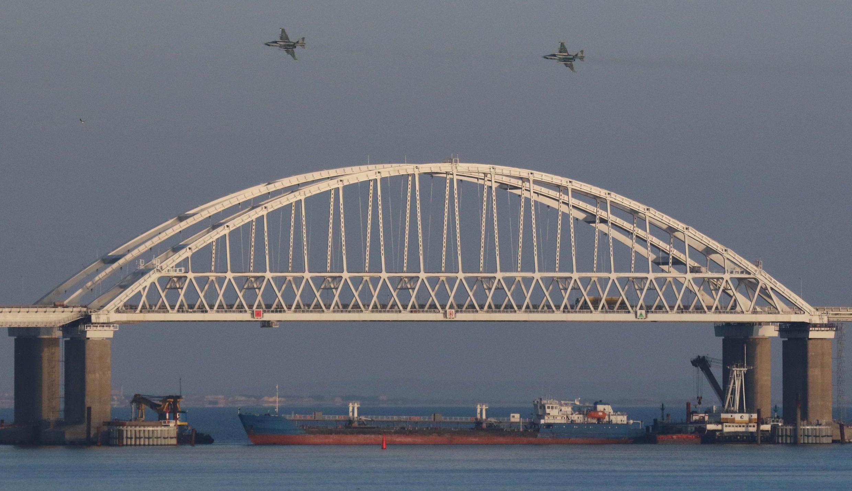 Утром 25 ноября Россия закрыла проход судов через Керченский пролив.
