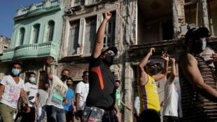 2021-07-12T020106Z_1539901636_RC2PIO9JD9EJ_RTRMADP_3_CUBA-PROTEST