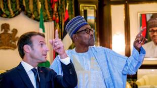 Shugaban Faransa Emmanuel Macron yayin ganawa da takwaransa na Najeriya Muhammadu Buhari a fadar gwamnati dake Abuja 3 ga watan Yuni 2018.