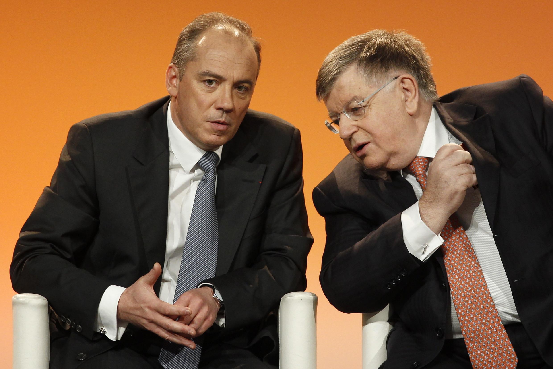 Didier Lombard (d.), recentemente substituído por Stéphane Richard na chefia da France Télécom, em Paris.