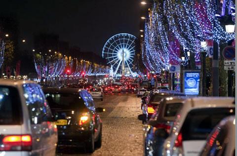 Decoração de Natal da Avenida Champs Elysées, em Paris.