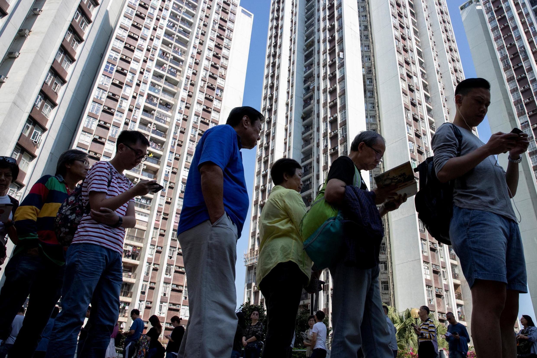 File d'attente devant un bureau de vote de Hong Kong, le 24 novembre 2019.